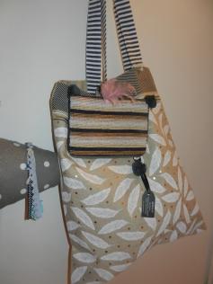 sac en tissu avec plumeset pochetteen perles.Noël2017