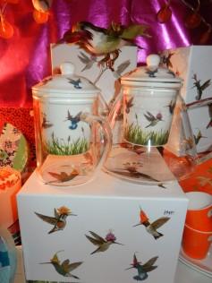 tisanières en verre et porcelaine motif colibri. 2018