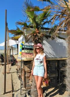 chez Ginette plage face à la mer , petit sac demi-lune en bois